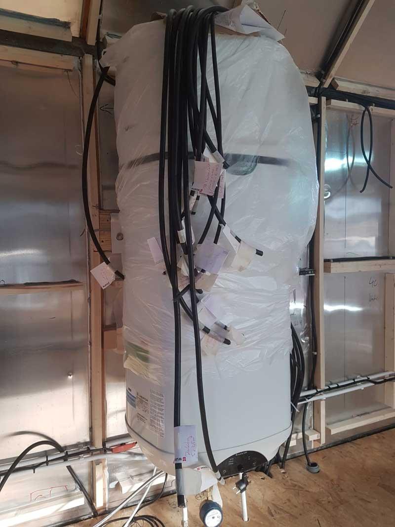 Bauwagen umbauen zum Wirtschaftswagen: Warmwasserversorgung.