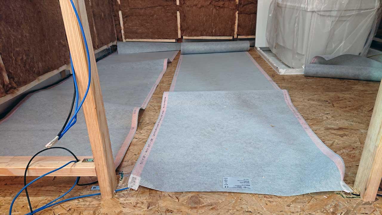 Bauwagen Heizung: Einbau der Carbon-Heizung.