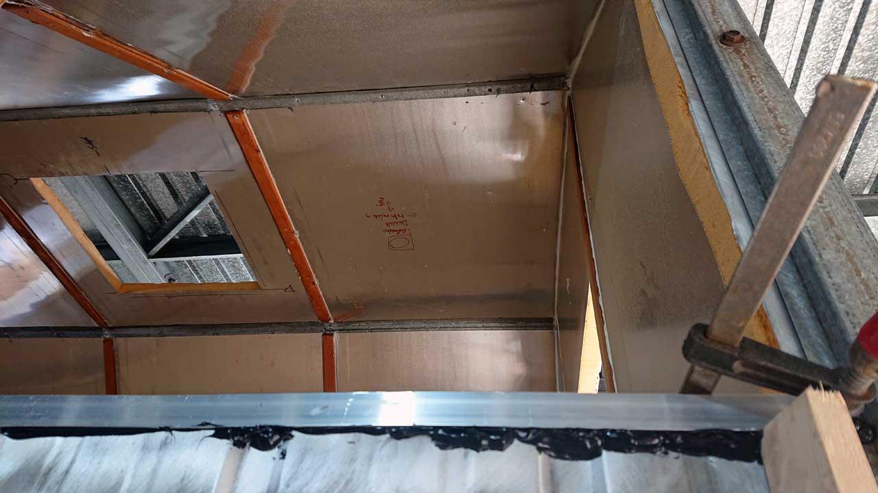 Tiny House Umbau - Bauwagen zum Tiny House umbauen - Fenster und Dachluke