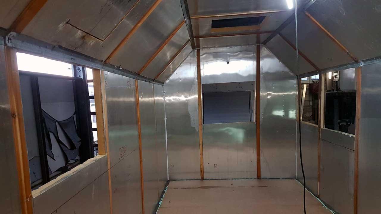 Bauwagen zum Tinyhouse umbauen - Ausschnitte für Fenster und Türen